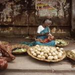 Marktszene mit Kleinkind