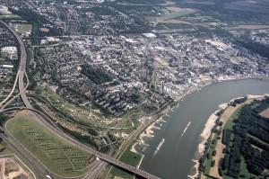 Rheinbrücke und Bayer-Werke